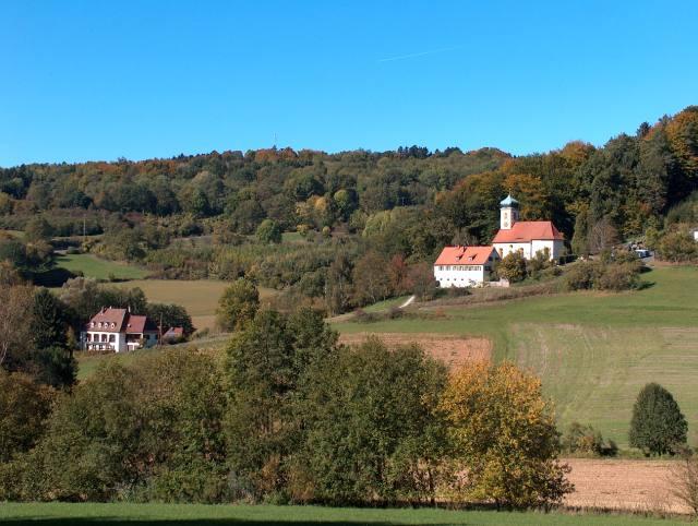 Kirche und Schule in Walkersbrunn