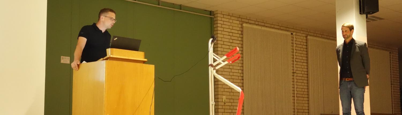 Informationsveranstaltung Nahwärmenetz, Herr Kracker am Pult