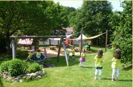 Garten: Unser großzügiges Außengelände lädt zum abwechslungsreichen Spielen ein.